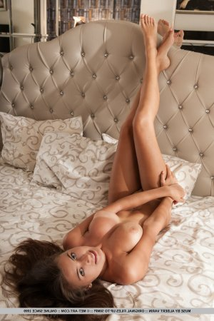 Claire-estelle escort girls Lake Forest Park